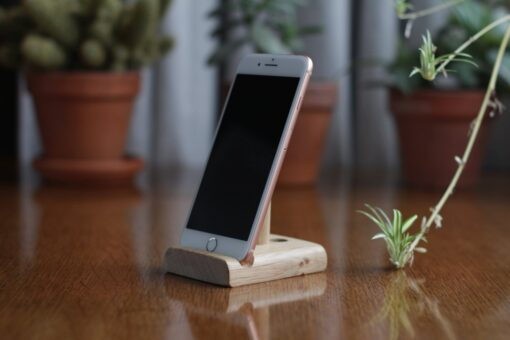 Leanii oak phone stand holding an iPhone 7 plus sized phone