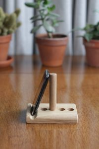The leanii tablet stand on table top